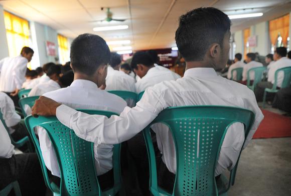 소년병 제대 기념식. 출처: Irrawaddy