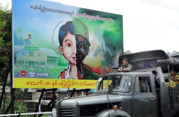 """""""소년병 반대"""" 캠페인, 양곤 (by Steve Tickner, Irrawaddy)"""